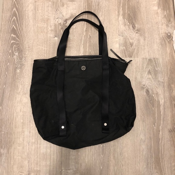 lululemon athletica Handbags - Lulu lemon workout bag 93197be75bf88